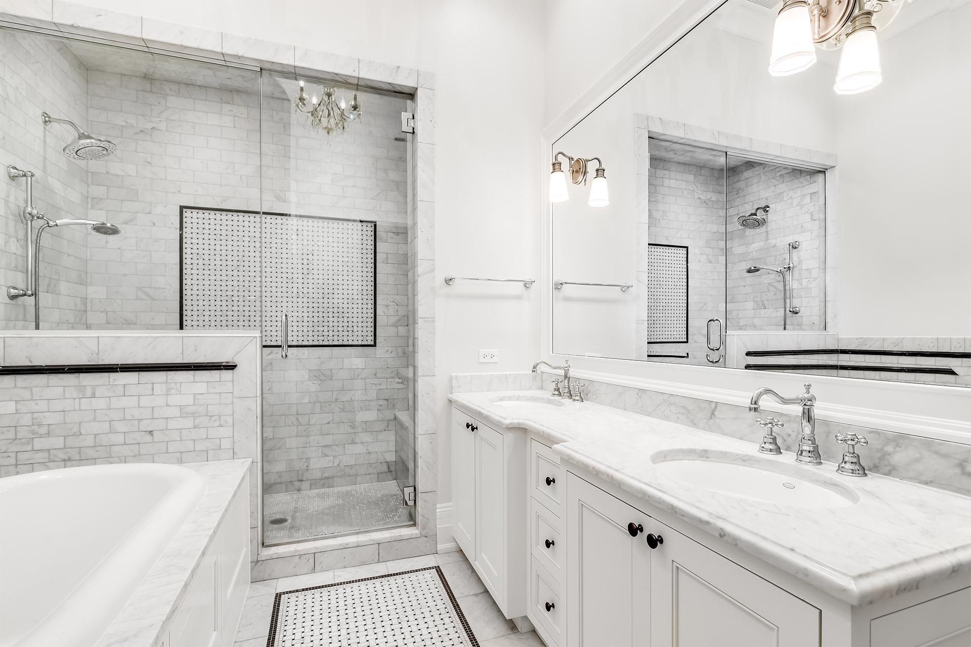 bathroom-biancoCarrara-AQ9804-MonarchCollection